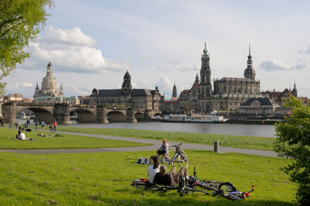 Leisure on the banks of the Elbe
